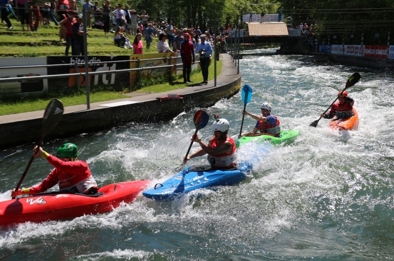 Fliegende Boote am Augsburger Eiskanal - Internationale Deutsche Meisterschaften im Kanu Freestyle und Boatercross