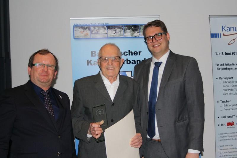 Standing Ovations krönen Würdigung von Ehrenpräsident Willi Rogler