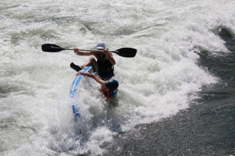 Freestyle-Lehrgang Plattling: Ein spaßiges Wochenende in und um die Welle