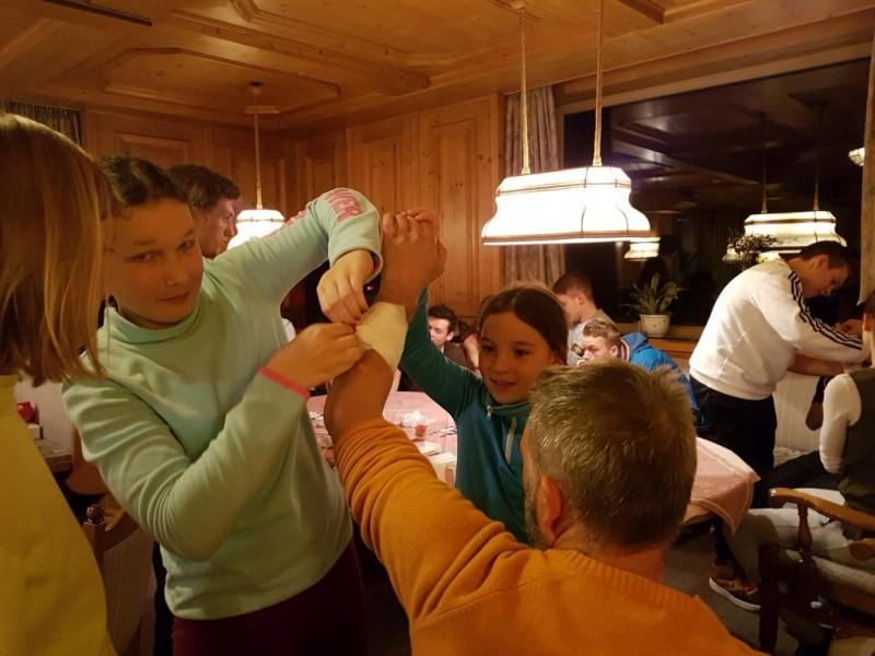 Jugend-Skiwoche macht Kilometer auf der Piste